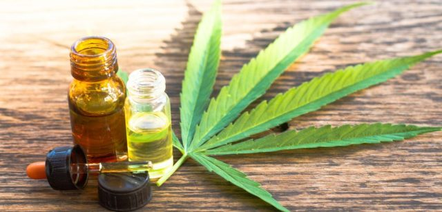 Hemp-Oil-With-Leaf